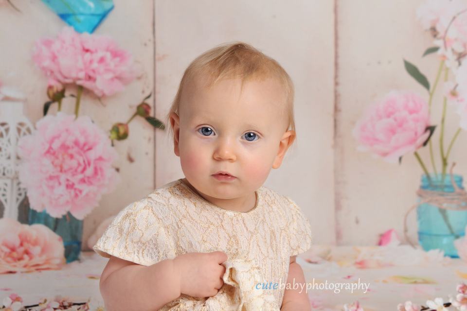 cutebaby photography Manchester, Hyde, cake smash, Cake Smash Photography Manchester Hyde | Happy 1st Birthday Isla