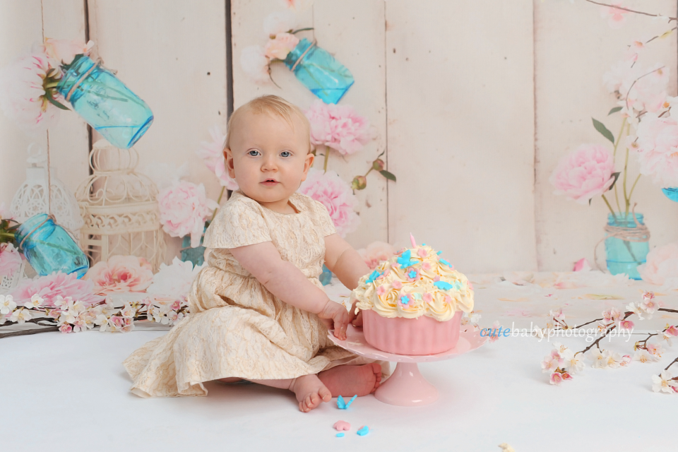 cutebaby photography Manchester, Hyde, cake smash