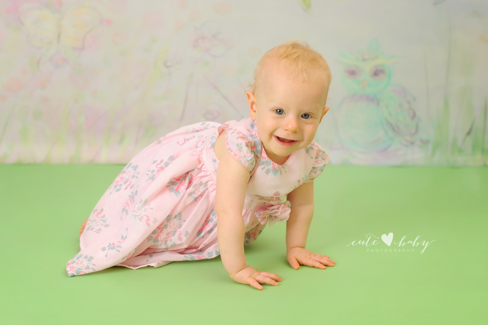 cutebaby photography Manchester, Hyde, cake smash Cheshire, happy 1st birthday Cerys