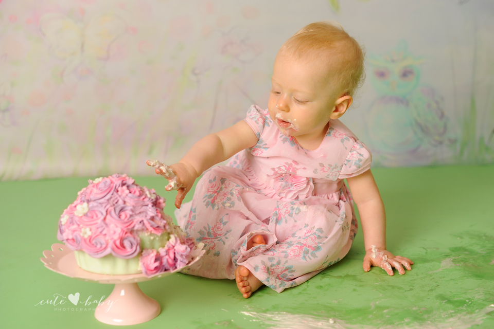cutebaby photography Manchester, Hyde, cake smash Cheshire, first birthday cake smash